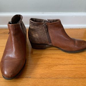 Brown boots—7 wide